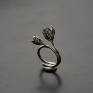 Prsten dva květy